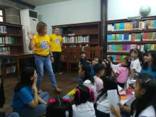 PP Evs Laranga explaining to the kids